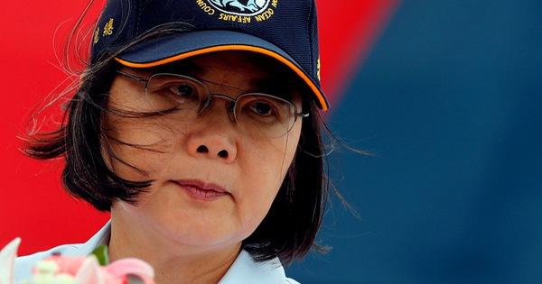 خانم تایلندی آنه وان گفت که گفتگو تنها زمانی انجام می شود که سرزمین اصلی چین تقابل را حل کند